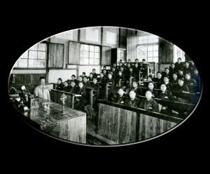 当時としては珍しい階段教室(昭和12年頃)