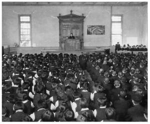 生徒総会(高女時代からの講堂にて;昭和34年頃)